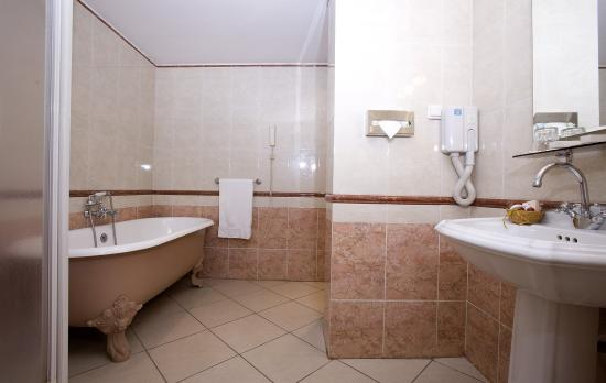 Azalai Grand Hotel: Guest Bathroom
