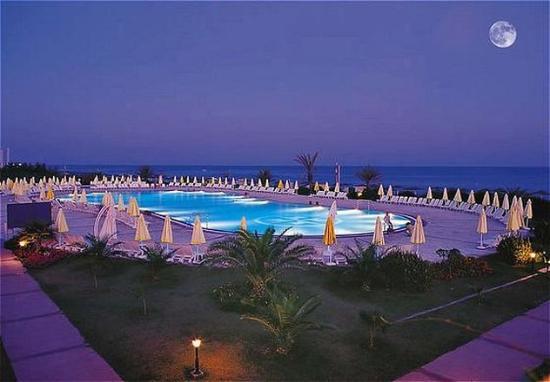 Papillon Belvil Hotel: Pool View