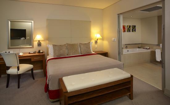 Southern Sun Elangeni & Maharani: Suite Room