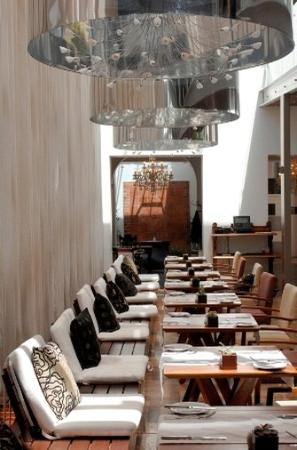 Vineyard Hotel: Square Restaurant