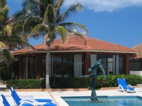 Sunflower Beach Resort Villas: Exterior