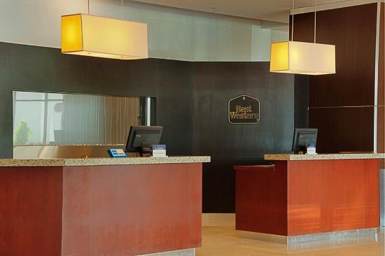 Costa Bahia Hotel, Convention Center & Casino : Front Desk
