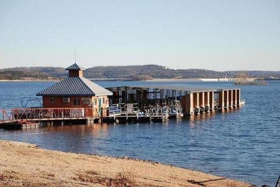 Eagle's View Cottages: INTELCGas Dock