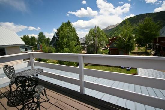 Purple Mountain Lodge Bed & Breakfast and Day Spa: Whetstonebalcony