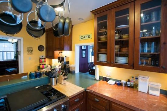 Purple Mountain Lodge Bed & Breakfast and Day Spa: Kitchen