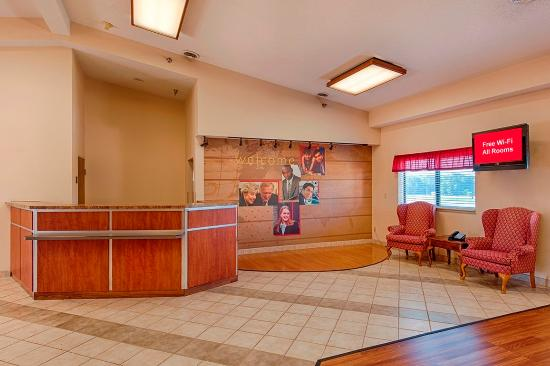 Holton, Канзас: Lobby