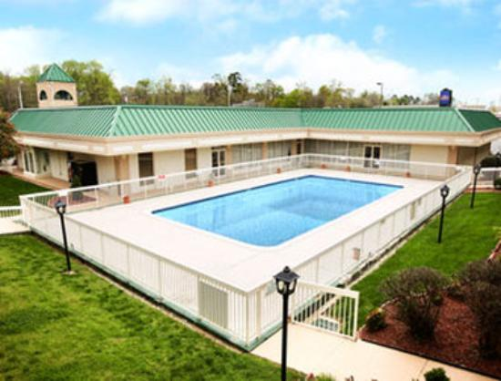 Howard Johnson Inn Concord/Kannapolis : Pool