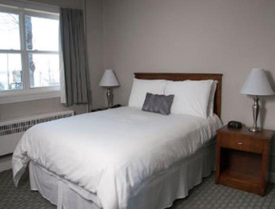 Bluenose Inn & Suites: Renovated Guest Room