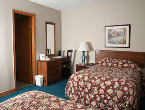 Bluenose Inn & Suites: 2 Double Beds