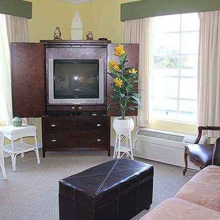 The Historic Clewiston Inn Room