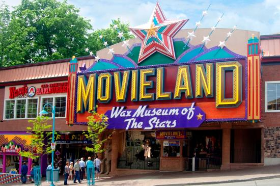 Comfort Inn Clifton Hill - Niagara Falls Hotel: Movieland Wax Museum Exterior