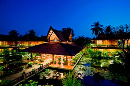Angkor Village Hotel: Hotel Nightview