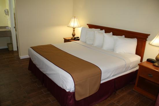 Fairway Inn Florida City : King bed room (renovated)