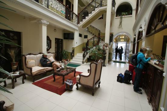 San Marino Royal Hotel: Guest Area at Front Desk