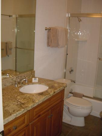 Sun Vail: Bathroom
