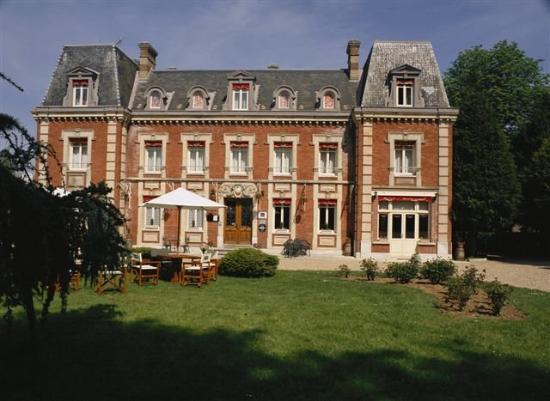 Chateau Corneille : Exterior view