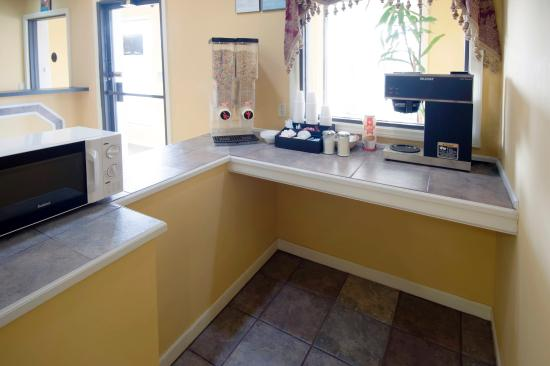 Americas Best Value Inn and Suites- Enterprise: Breakfast Area