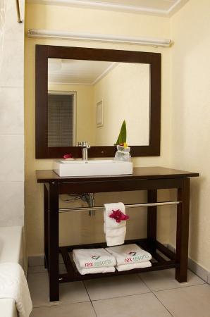 St. Lucian by Rex Resorts: St Lucian Bathroom