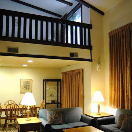 Mountainside Villas: guest room