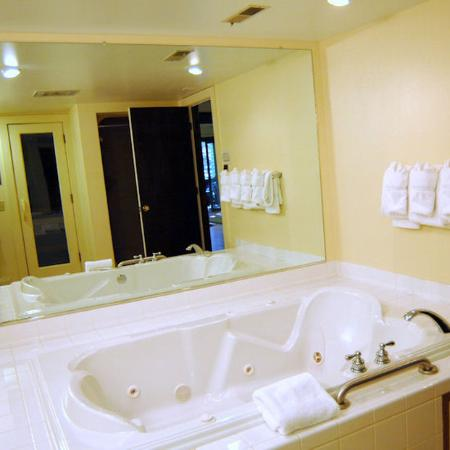 Mountainside Villas: bathroom