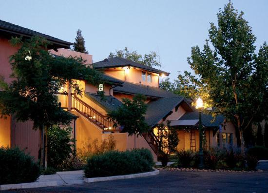 Wine & Roses Hotel, Restaurant & Spa: Exterior View