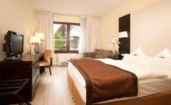 Lion's Garden Hotel: Guest Room