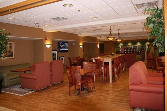 Hampton Inn Garden City: Lobby