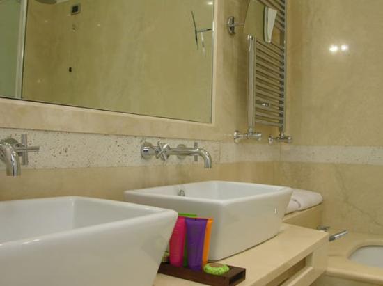Hotel Moses Fountain: Bathroom