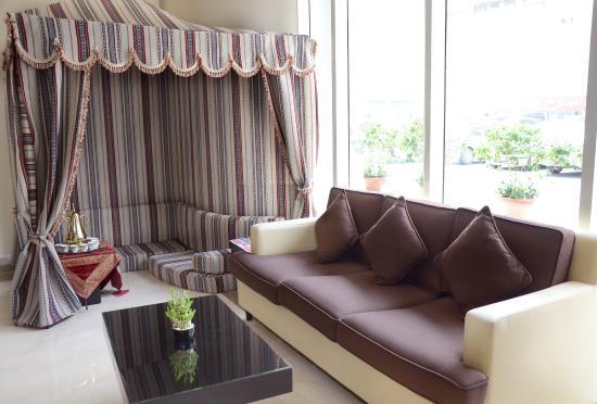 Cristal Hotel Abu Dhabi: Lobby Lounge