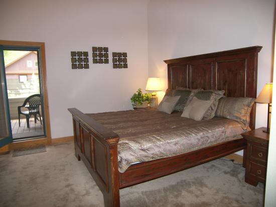Cimarron Lodge : bedroom
