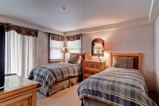Torian Plum Condominiums: 3 BD Guestroom