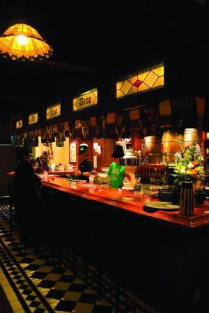 Powder Springs Inn: The Last Drop Restaurant And Bar