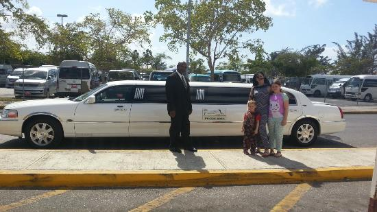 Jamaica Exquisite - Day Tours : Limousine airport transfer