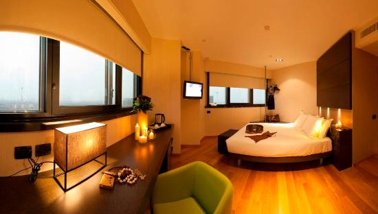 The Hub Hotel: Deluxe Double Room