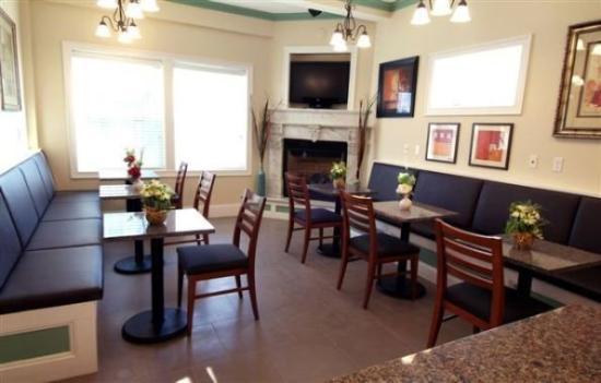 Crescent Suites Hotel: DINNINGAREA