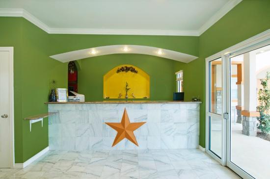Americas Best Value Inn - Bedford / DFW Airport: Lobby