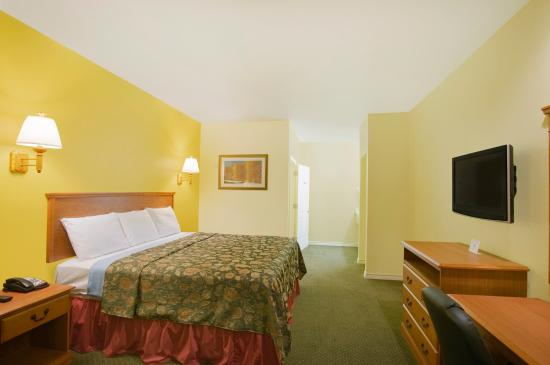 Americas Best Value Inn - Bedford / DFW Airport: One King Bed