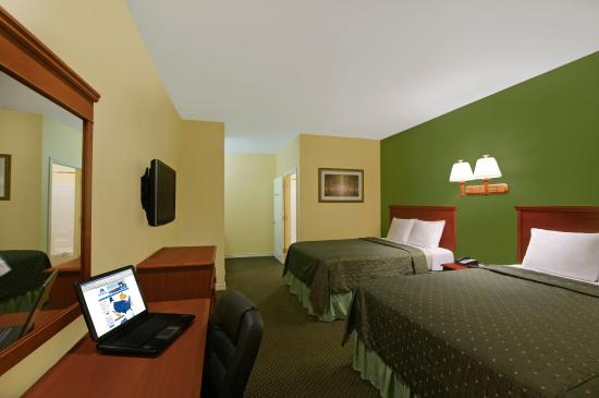 Americas Best Value Inn - Bedford / DFW Airport: Two Queen Beds