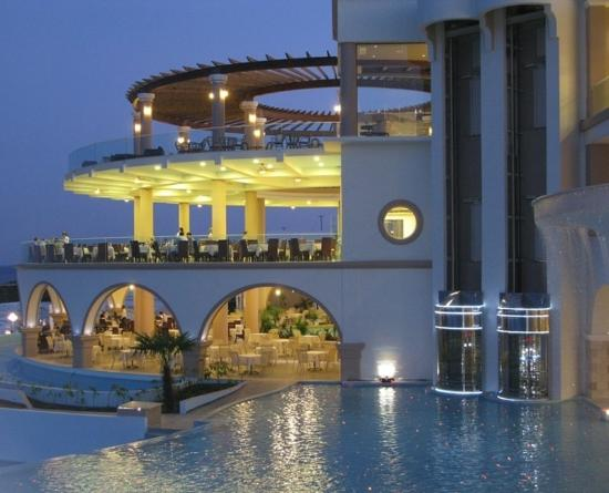 Atrium Prestige Thalasso Spa Resort and Villas: Night Shot