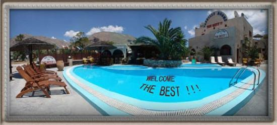 The Best Hotel: Pool Panoramic