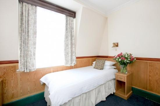 Lincoln House Hotel: guest room