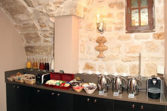 Hotel Saint-Louis en l'Isle: Breakfastbuffet