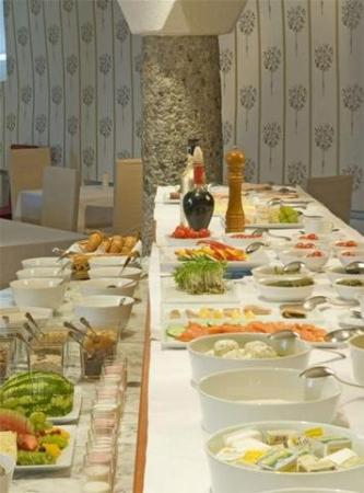 Hotel Schloss Leonstain: Restaurant breakfast