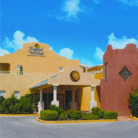 Tropical Winds Apartment Hotel: Exterior