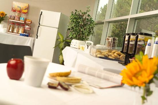 St. Lawrence College Brockville Residence and Conference Centre: Complimentary Continental Breakfast