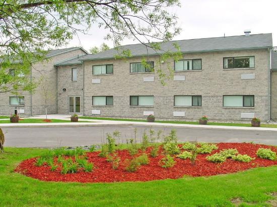 St. Lawrence College Brockville Residence and Conference Centre: Exterior