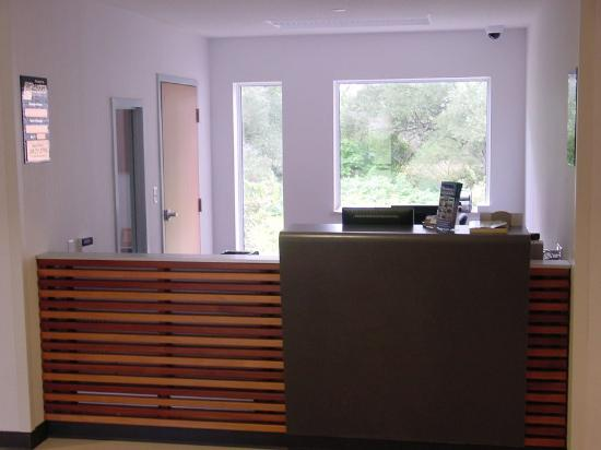 St. Lawrence College Brockville Residence and Conference Centre: Front Desk