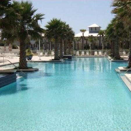 Carillon Beach Resort Inn: Pool