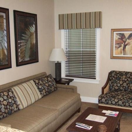 Carillon Beach Resort Inn: Living Room