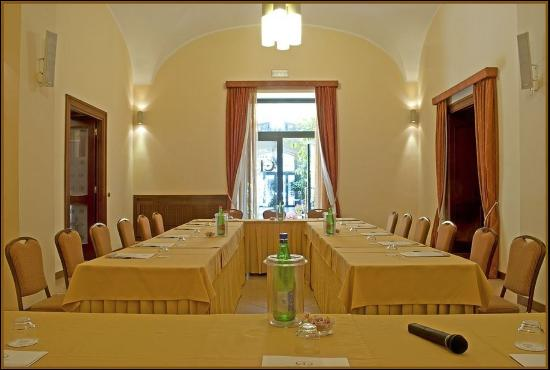Le Cheminee Business Hotel : Conference Yellow Room